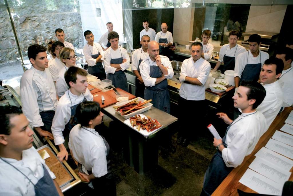 Chia sẻ kinh nghiệm quản lý nhân sự trong nhà hàng.