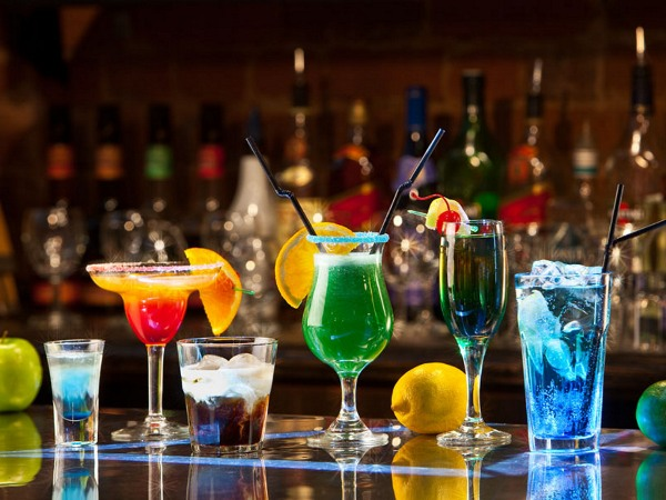 Cocktail màu sắc và hương vị